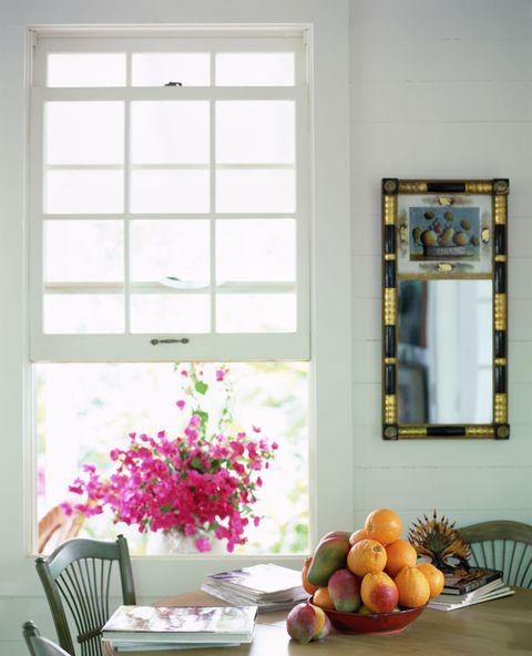 5500478f90078-open-window-flowers-de
