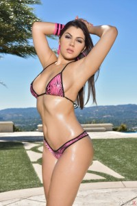 Oiled-Valentina-Nappi-with-Trimmed-Pussy-Wearing-Bikini-2